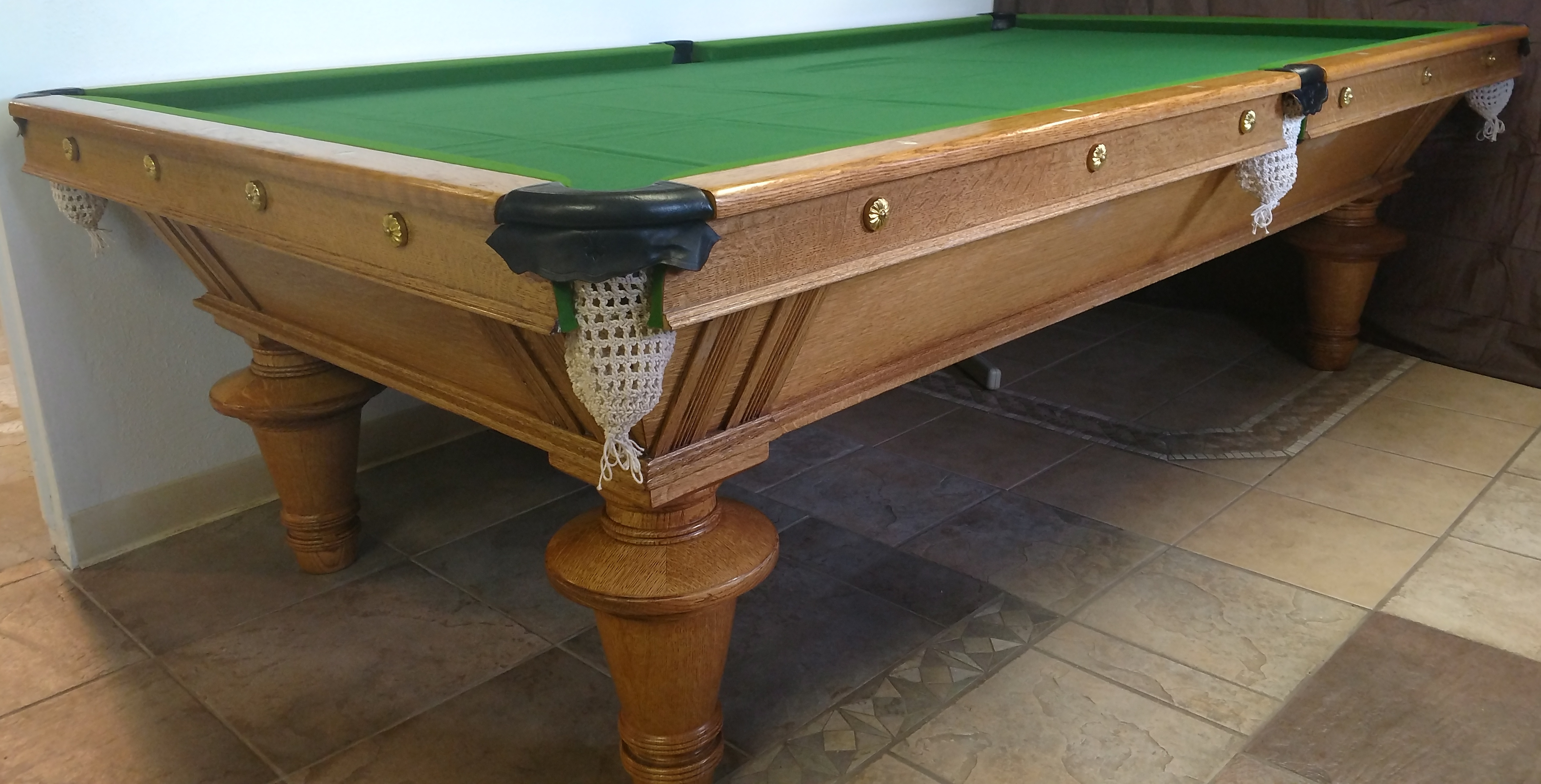 is pool table picture ball magnolia fringe tablespreowned finish an has craftmaster pockets legs cordovan with foot above claw